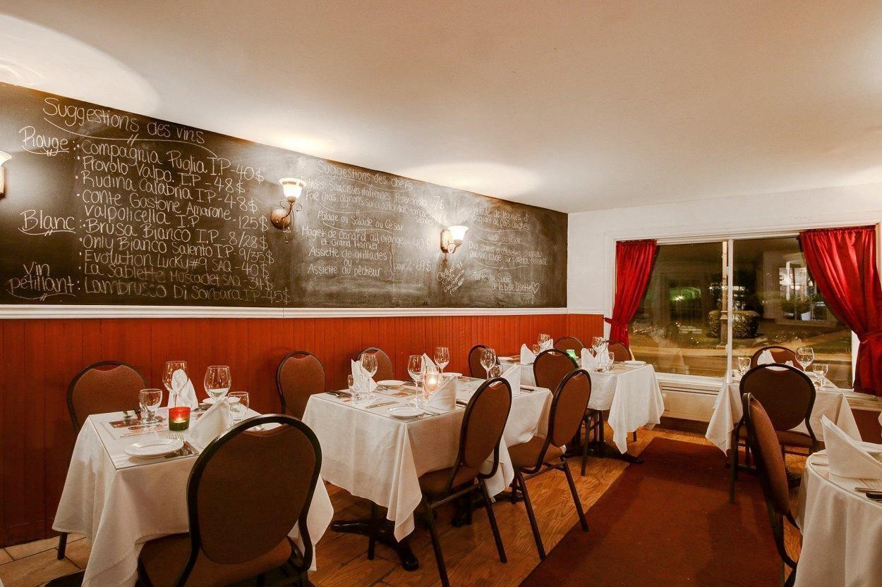 photos pour casa rinacchio restaurant sainte rose laval. Black Bedroom Furniture Sets. Home Design Ideas