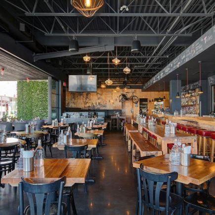 Mile Public House Restaurant RestoMontreal
